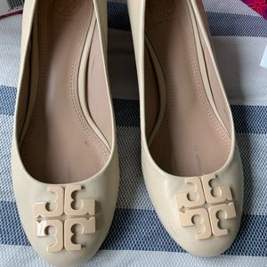 Excellent condition Tory Burch Lowell wedge